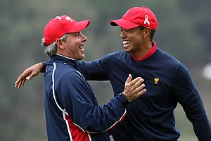 Fred Couples congratulates Tiger Woods after he had holed the clinching putt at the 13th hole to beat Y.E. Yang.