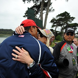 Tiger Woods gets a kiss from his wife, Elin, after the American's won the Presidents Cup.