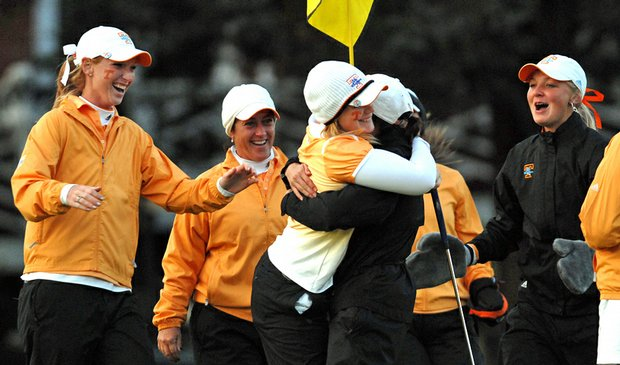 Tennessee sophomore Nathalie Mansson (center) celebrates with her teammates after winning the Mercedes Benz Collegiate Championship.