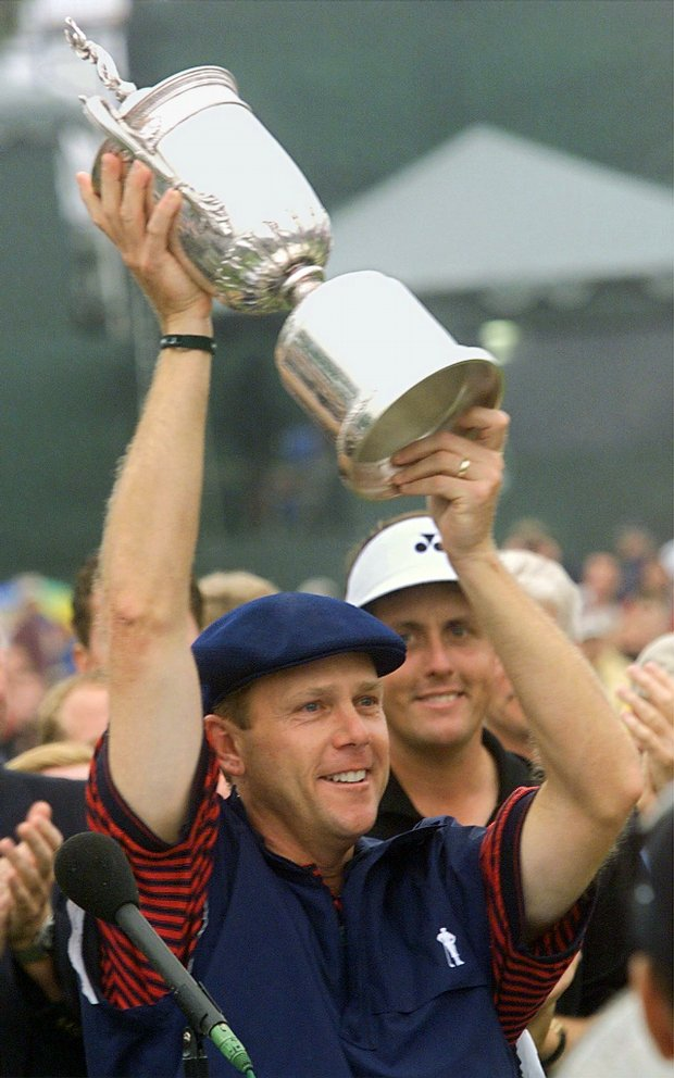 Payne Stewart holds up the 1999 U.S. Open trophy after winning at Pinehurst.