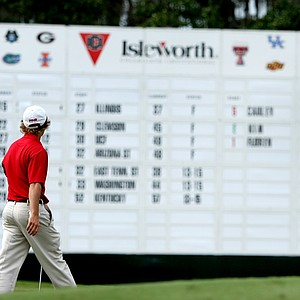 Alabama's Bud Cauley walks past the scoreboard at No. 18.