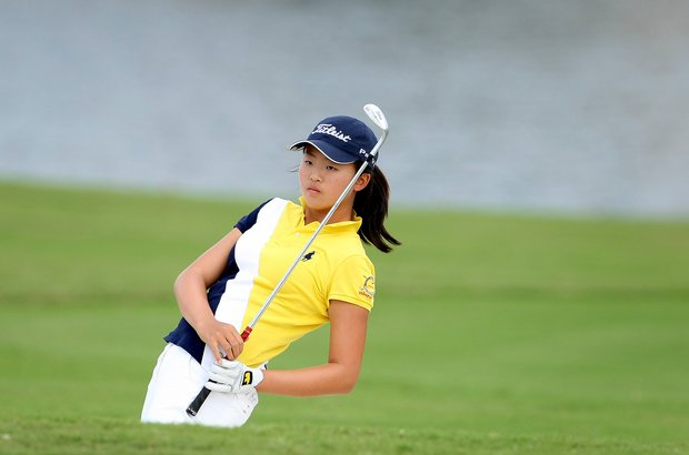Simin Feng watches her bunker shot at No. 7.