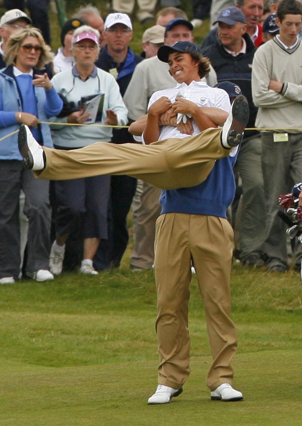 Billy Horschel picks up his teammate Rickie Fowler after during the final day of the 2007 Walker Cup.