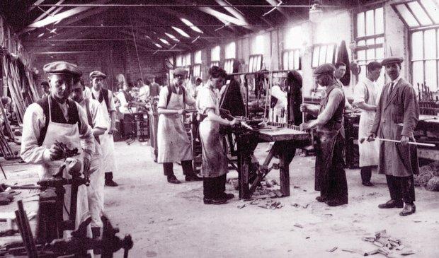 MacGregor craftsmen at work in 1910.