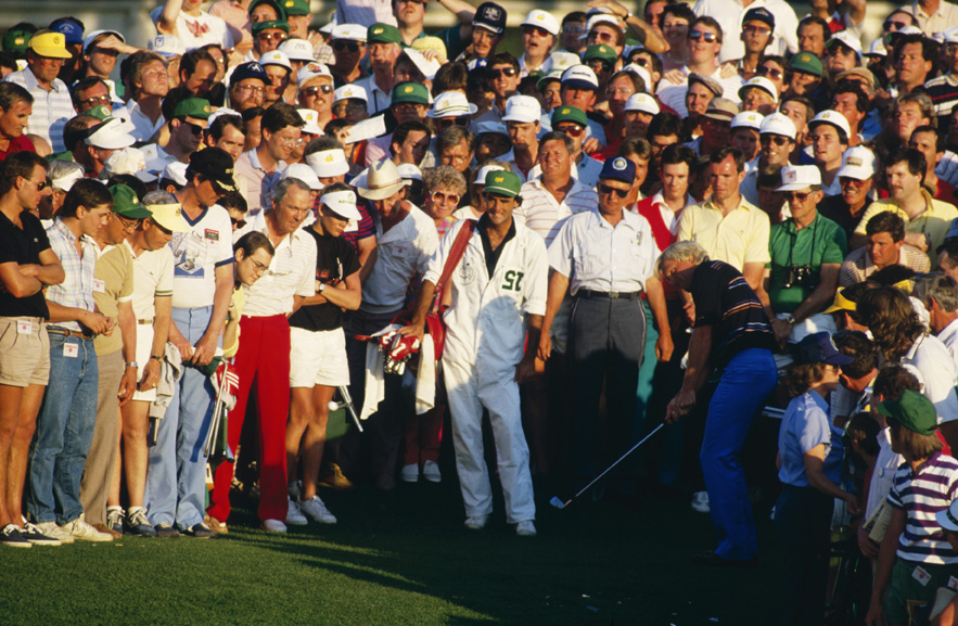 Greg Norman chips onto the 18th green after a poor second shot during the final round of the 1986 Masters.