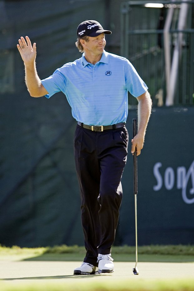 Retief Goosen waves to the crowd on the 17th hole during the final round of the Sony Open.