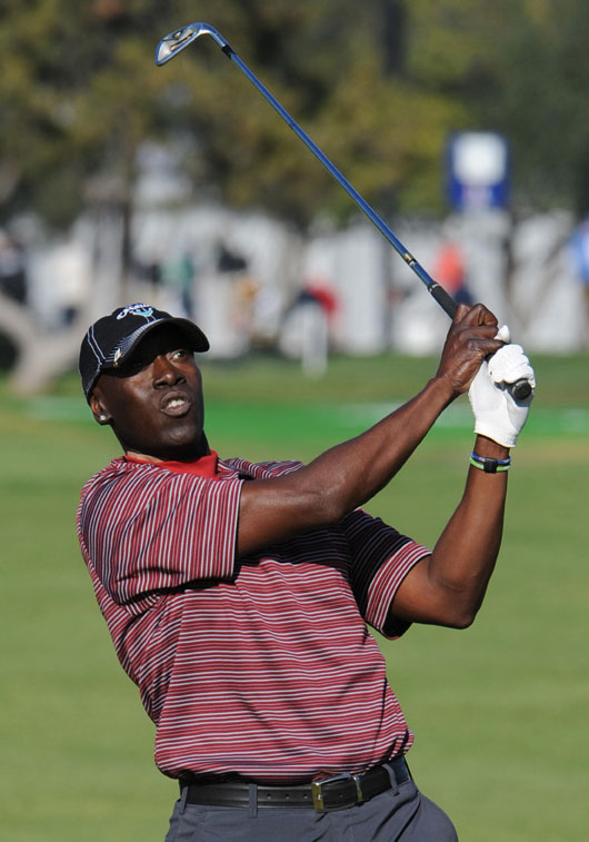 Actor Don Cheadle hits a shot at the 2009 AT&T Pebble Beach National Pro-Am.