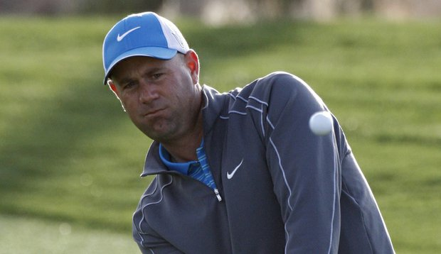 Stewart Cink pitches onto the second green during the quarterfinals at the Match Play Championship.