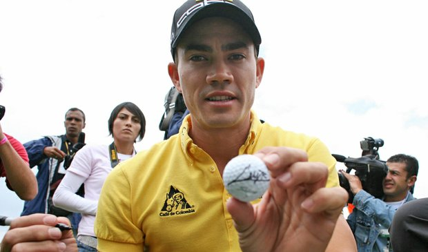 Camilo Villegas autographs a golf ball at golf exhibition in Bogota, Colombia, on March 2.