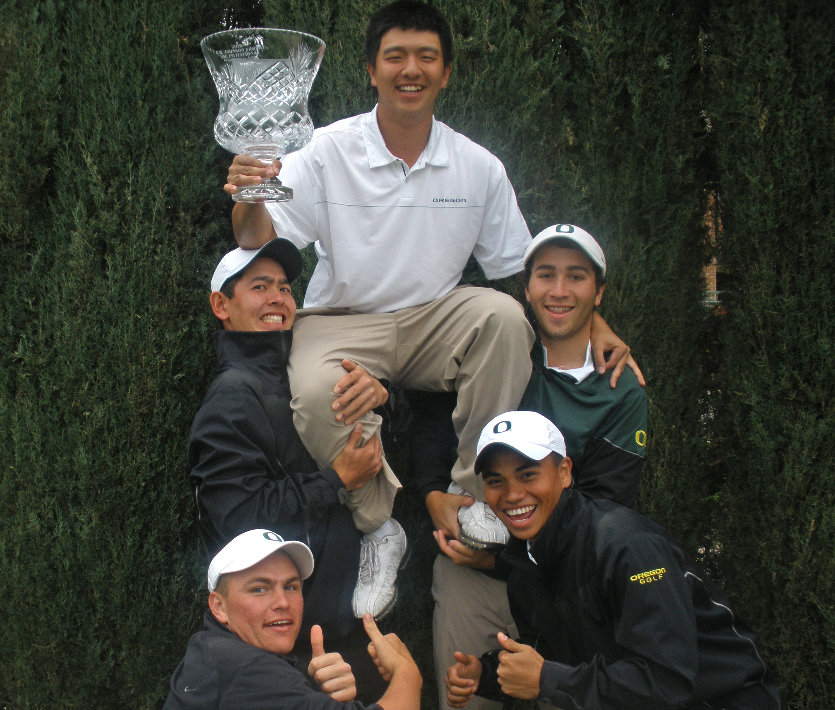 The Ducks celebrate their victory at the USC Collegiate Invitational.