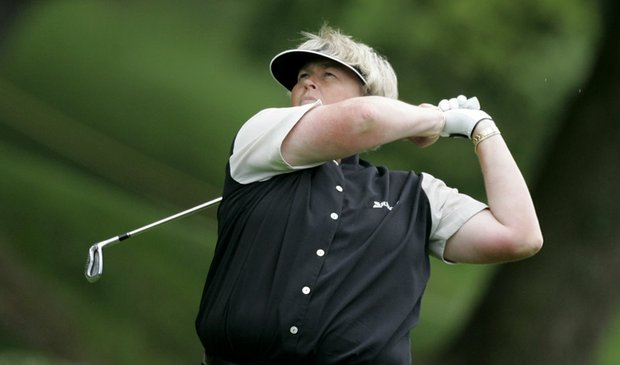 Laura Davies, a two-time winner of the Women's Australian Open, opened up with a 5-under 68 Thursday to take a two-stroke lead after the first round.