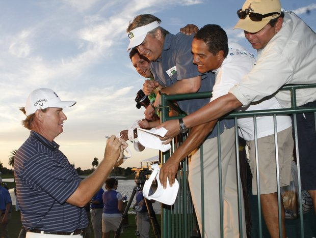 Ernie Els signs autographs after winning the CA Championship.