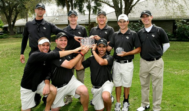 The Central Florida men's golf team celebrates after winning the Rio Pinar Invitational on Tuesday.