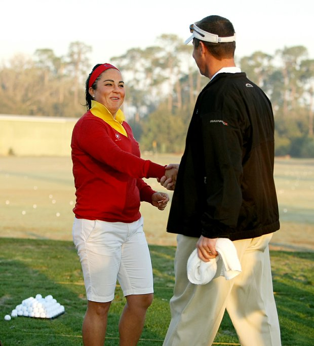 Duramed Futures Tour player Lili Alvarez shakes hands with her caddie, LPGA Commissioner Mike Whan.