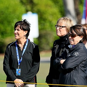 Duramed Futures' Nancy Henderson, LPGA's Jane Geddes and Duramed Futures' Zayra Calderon watch as Mike Whan caddies at the Duramed Futures Tour season opener.