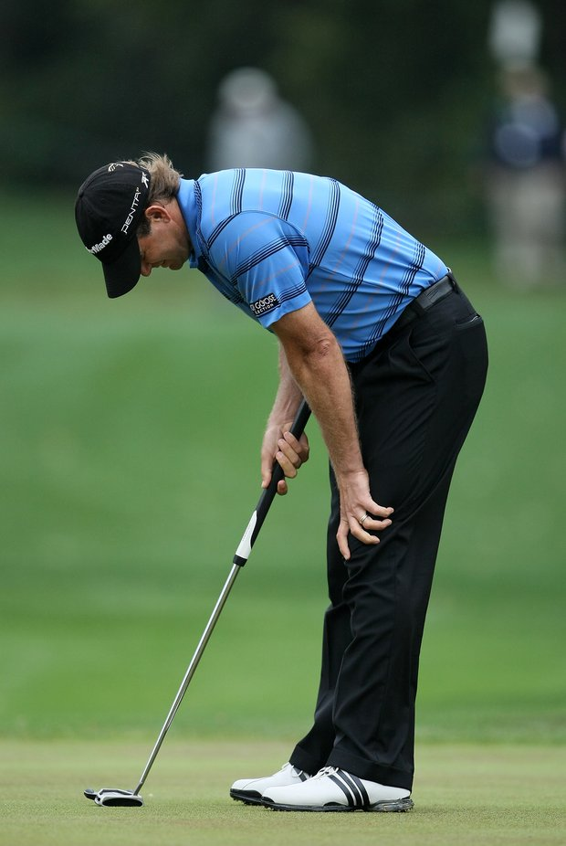 Retief Goosen reacts to missing his putt at No. 4.