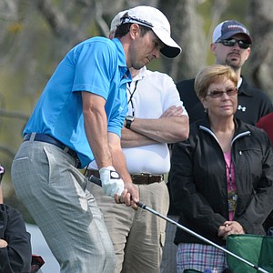 Mike Weir is one shot back of the leaders after a 5-under 67 Thursday at the Arnold Palmer Invitational.