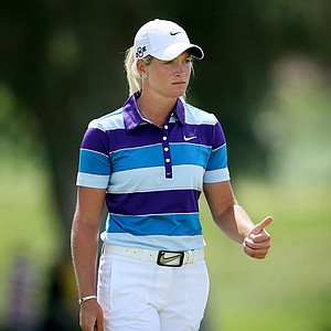 Suzann Pettersen gives a thumbs up to playing partner Anna Nordqvist at No. 9.