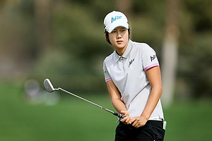 Song-Hee Kim watches her put at No. 5.