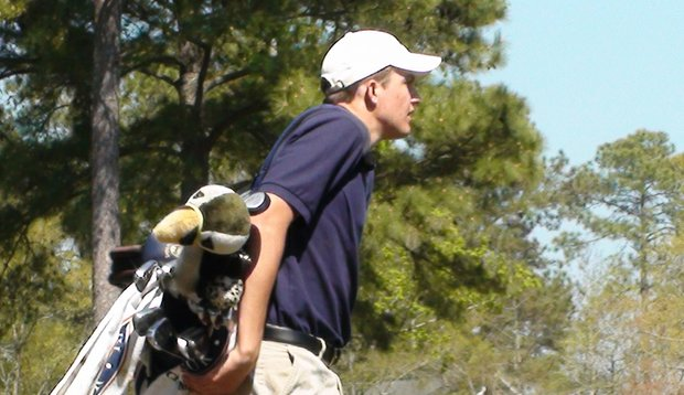 Joey Simonds and La Quinta High School are just one shot off the lead entering the final round of the Palmetto High School Championship.