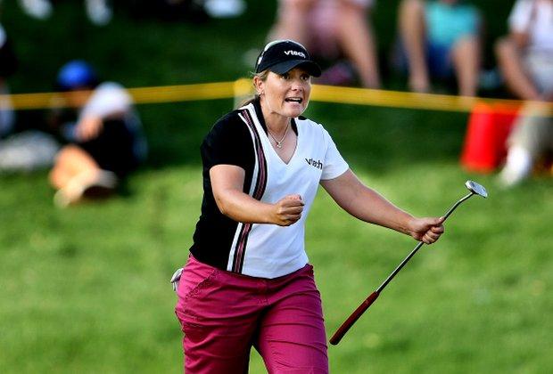 Karen Stupples reacts to making birdie at No. 17 to move to 10-under.