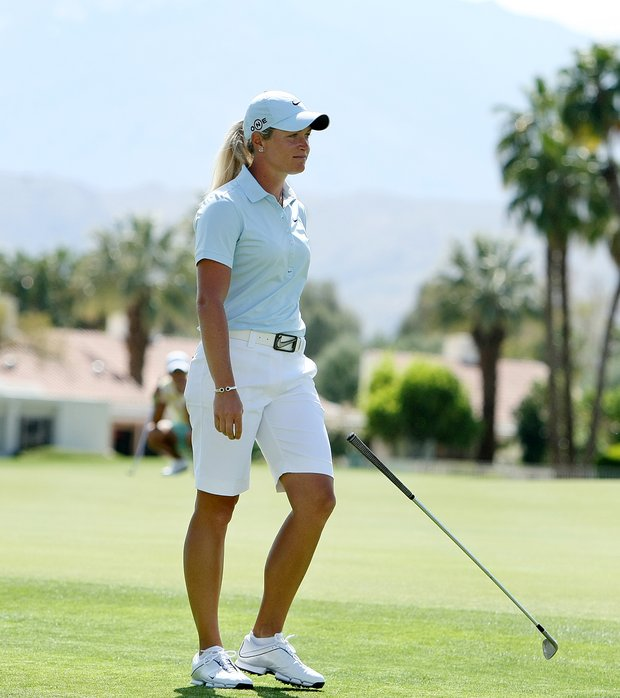 Suzann Pettersen drops her club at No. 18 after trying to tie Yani Tseng.