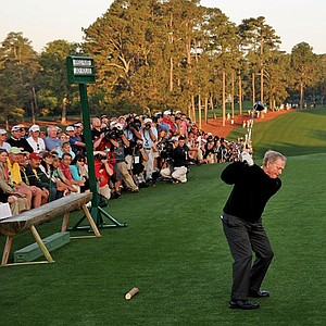 Jack Nicklaus hits the opening tee shot of the 2010 Masters.