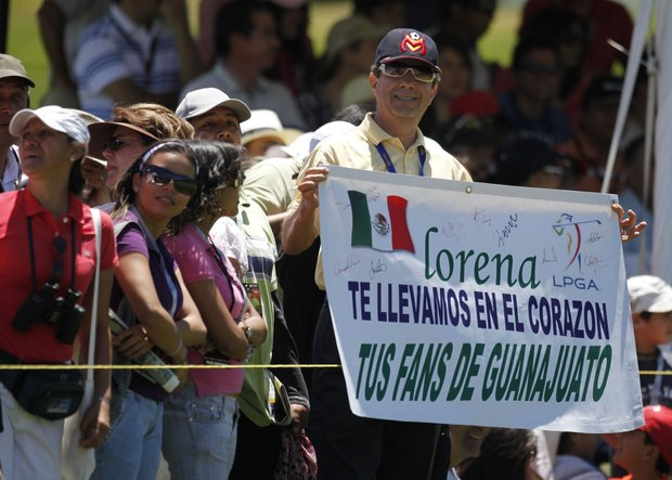 "A fan holds a sign that reads ""Lorena, we carry you in our hearts. Your fans from Guanajuato."""