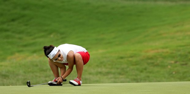 New Mexico's Sarah Salvo reacts to missing her birdie putt at No. 8.