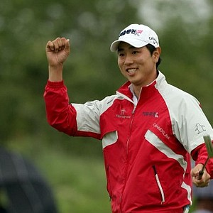 Bae Sang-moon celebrates after holing the final putt in the SK Telecom Open.