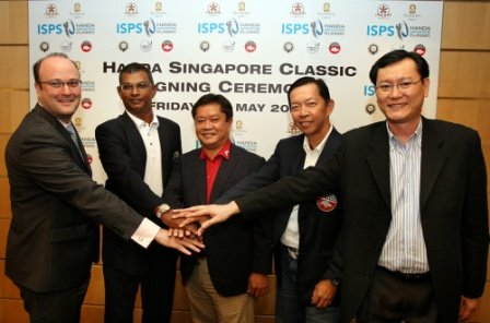 Madasamy Murugiah (second left) with Kyi Hla Han (center) and other Handa Singapore Classic partners, Pan Pacific's Frederic Jenni (left), SGA's Andrew Kwa (second right) and OCC's Dominic Ang (right).