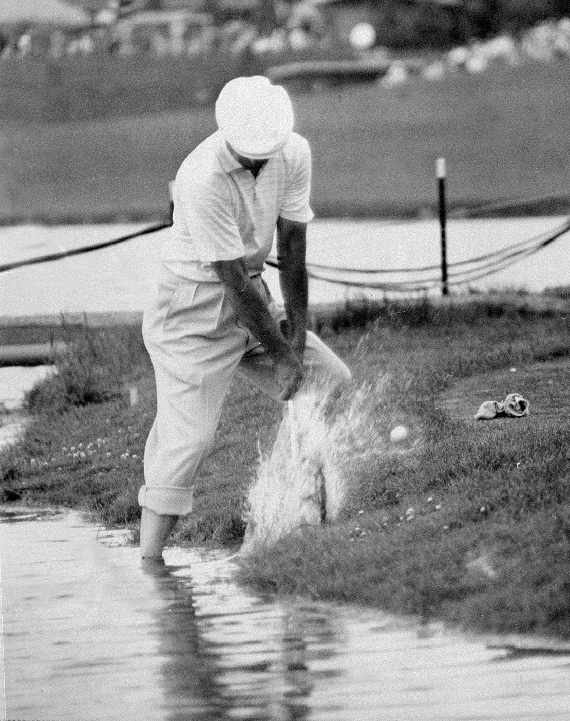 Ben Hogan's quest for a fifth U.S. Open title comes to a splashing halt at Cherry Hills' fateful 17th.