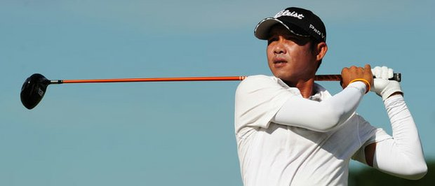 Thai Chawalit Plaphol maintains his lead at the Singha E-San Open.