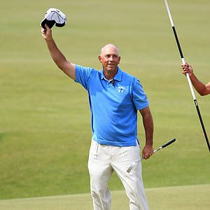 Tom Lehman waves to the crowd on the 18th hole after making an eagle to complete his final round at the British Open.