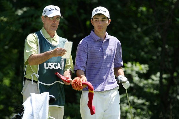 Anthony Paolucci's caddie, Dennis O'Brien, left, during Wednesday's Round of 64. O'Brien is an ex Tour caddie.