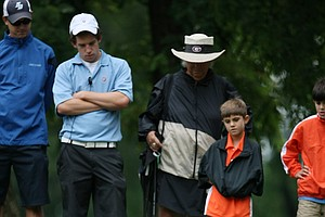 Scott Wolfes works with a rules official, Mary Bea Porter King, at No. 9 during Thursday's Round of 16.
