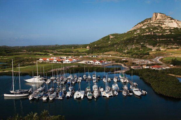 Tafelberg overlooks Seru Boca Marina
