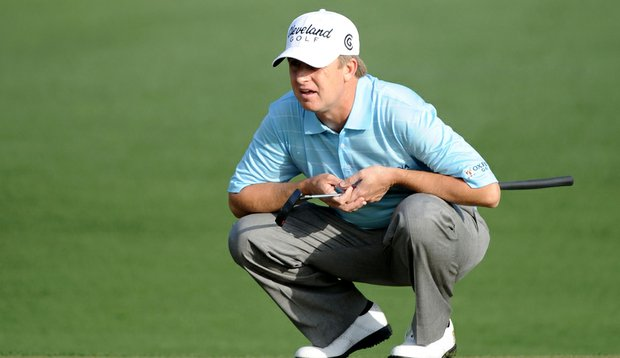 David Toms reads a putt during the 2010 Masters.