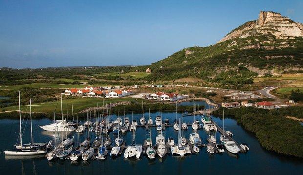 Tafelberg overlooks Seru Boca Marina.