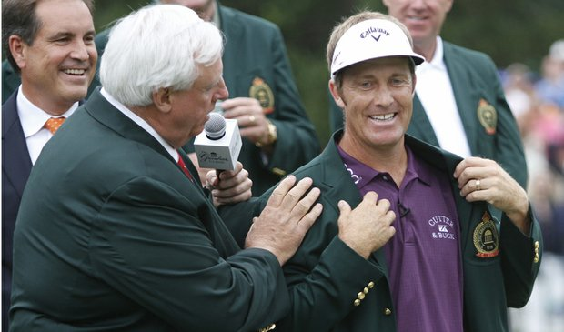 Greenbrier resort owner, Jim Justice, left, adjusts the Greenbrier jacket that he presented to winner Stuart Appleby.
