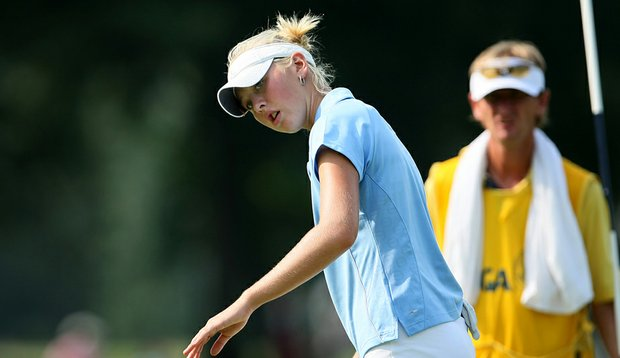 Jessica Korda watches a putt during her Round of 64 match against Stephanie Kono at the U.S. Women's Amateur.