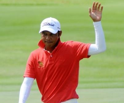 Chawalit Plaphol takes a six-shot lead into Saturday's final round in Singapore.
