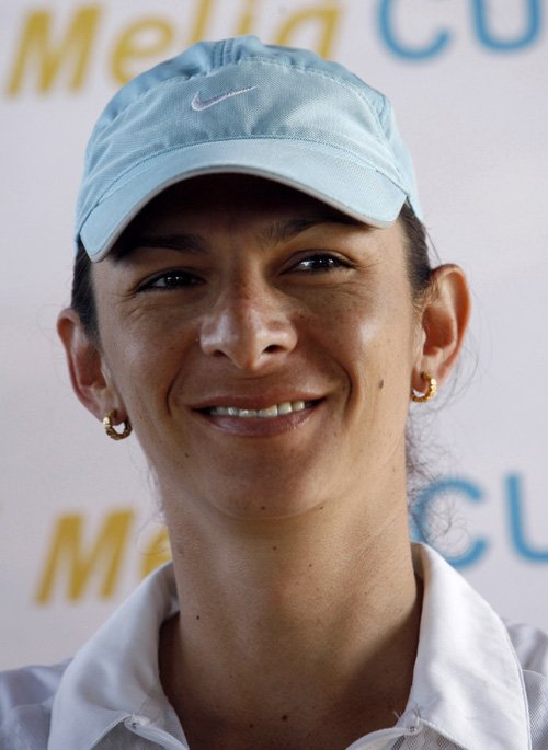 Ana Guevara, the former world champion and Olympic silver medalist in the 400 meter dash, will lend her name to the Ana Guevara Cup, a pro-am golf tournament that will be held in Cuba on Oct. 13-17.
