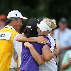 Jessica Korda congratulates Danielle Kang after Kang won 2 & 1 for the Women's Amateur title.