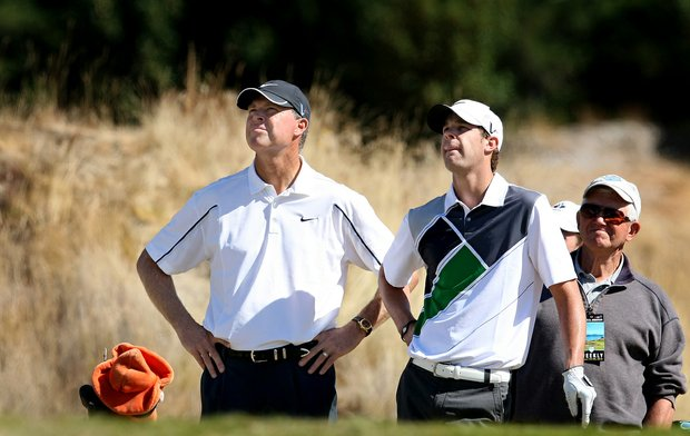 Kevin Tway (right) watches a shot with his father, Champions Tour player Bob Tway, during the U.S. Amateur.