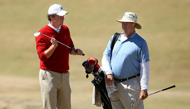 Nathan Smith with father and caddie Larry during stroke-play qualifying at the U.S. Amateur.