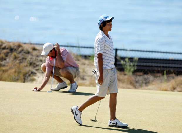 Cameron Peck, right, reacts to losing his match to Scott Strohmeyer during the Round of 64.