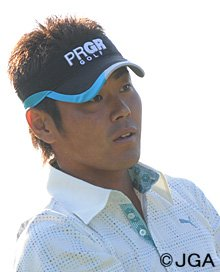 Hideto Tanihara claimed a tense one-shot win.
