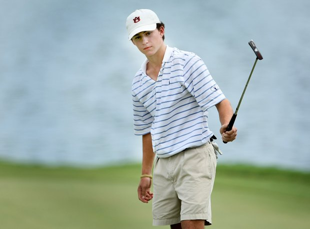 Michael Johnson makes bogey at No. 18 to win the Junior Players by a shot.