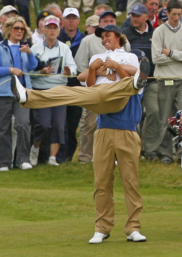Billy Horschel picks up teammate Rickie Fowler during the final day of the 2007 Walker Cup.